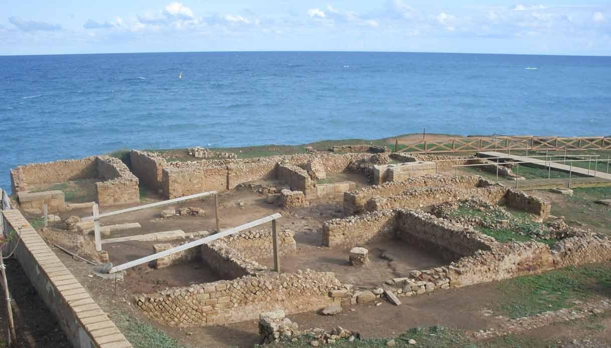 Capo-Colonna-scavi