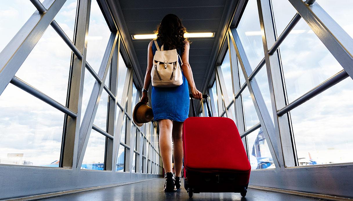 donna sola in viaggio