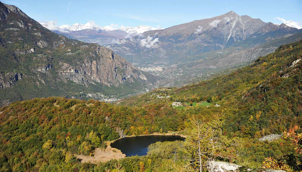 VALLE-D'AOSTA-Lago-di-Villa-Challand-Saint-Victor