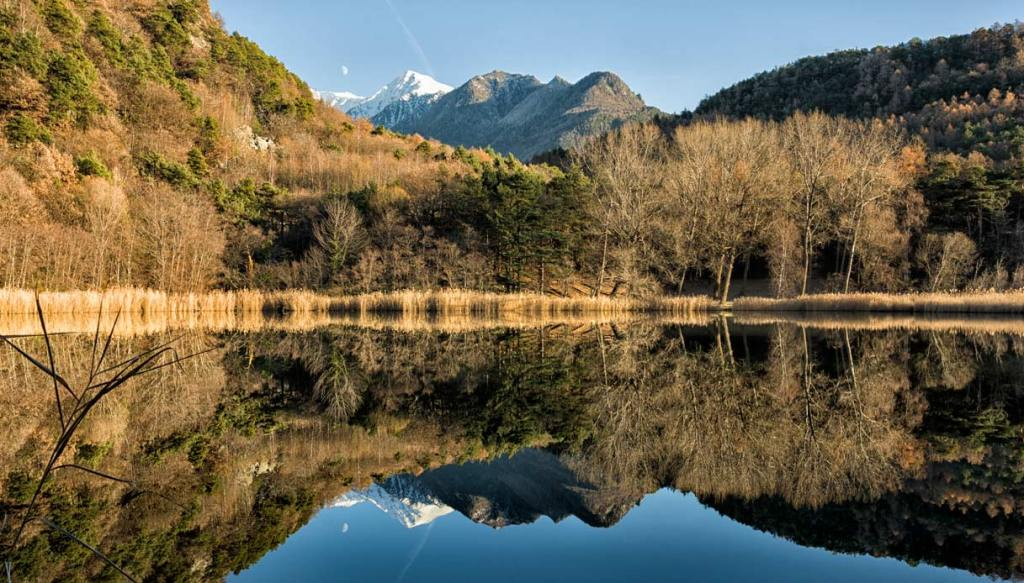 Valle-d'Aosta-Luna-riflessa-nel-lago