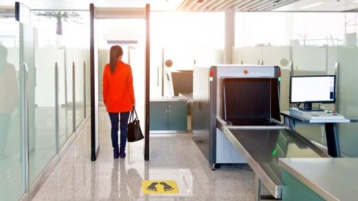 Aeroporto di Hong Kong, arrivano le cabine total body prima dell'imbarco