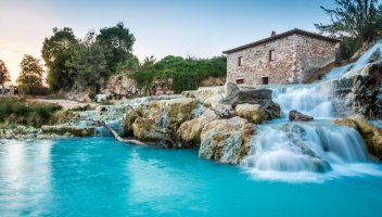 Saturnia: riaprono le terme libere più belle d'Italia. Le regole