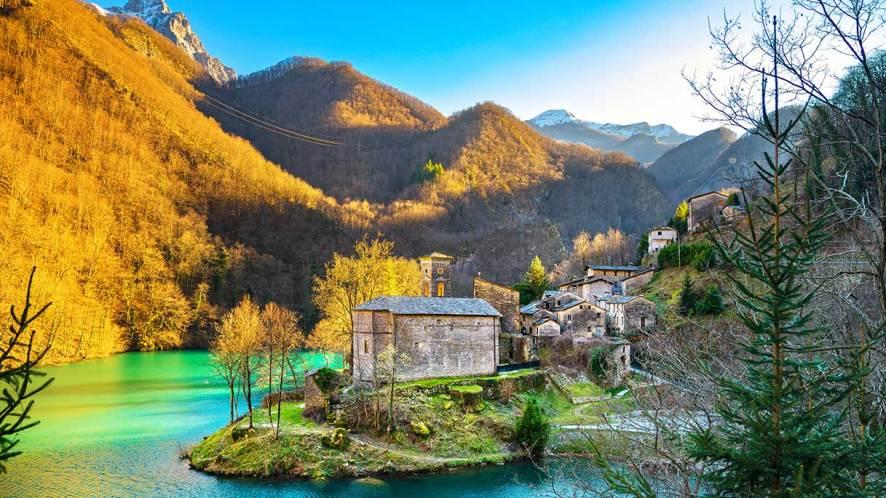 Le Alpi Apuane, un capolavoro della natura nel cuore della Toscana