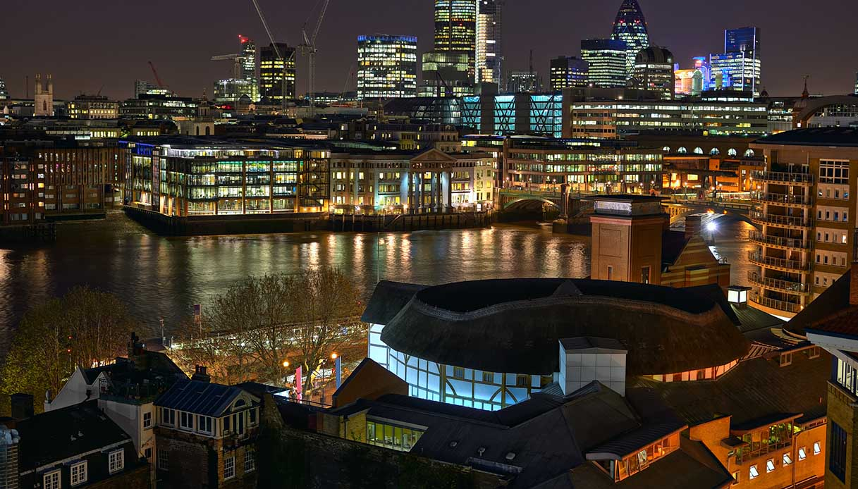 Panorama di Londra e del teatro