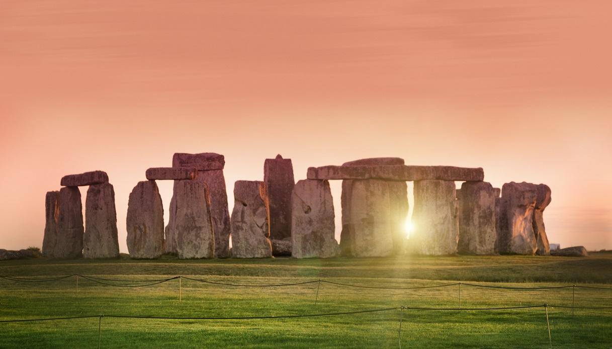 Solstizio d'estate a Stonehenge: l'alba quest'anno si osserva in ...