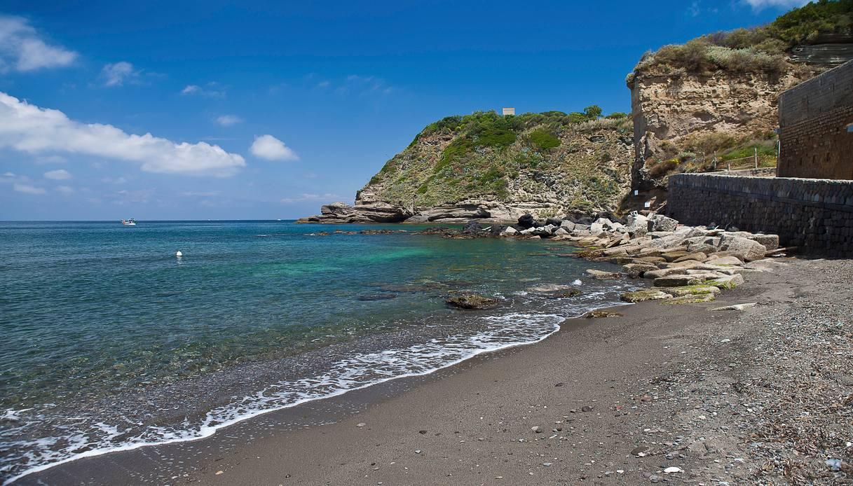 spiaggia del postino procida