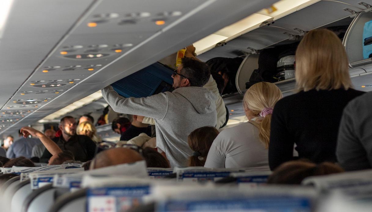 bagagli nella cappelliera