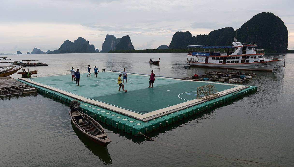 campo da calcio galleggiante