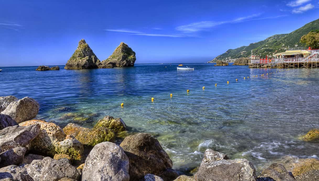 Vietri sul Mare, la spiaggia più grande della Costiera | SiViaggia