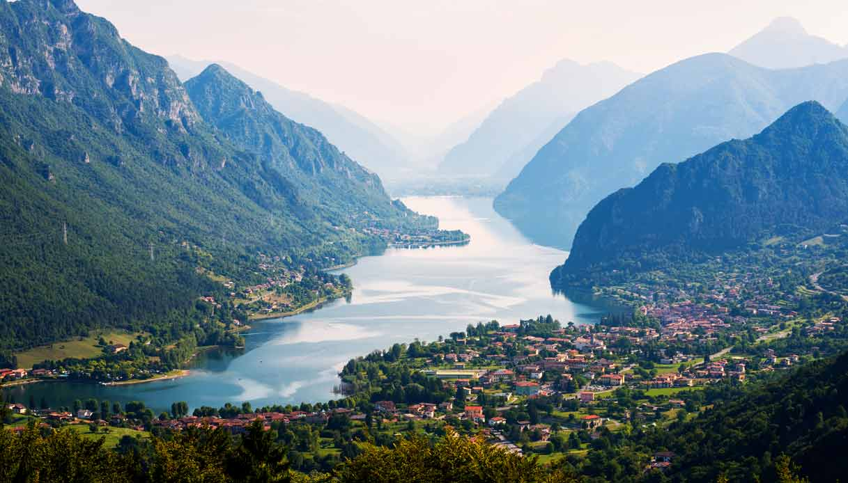 Lago-Idro-panorama-montagne