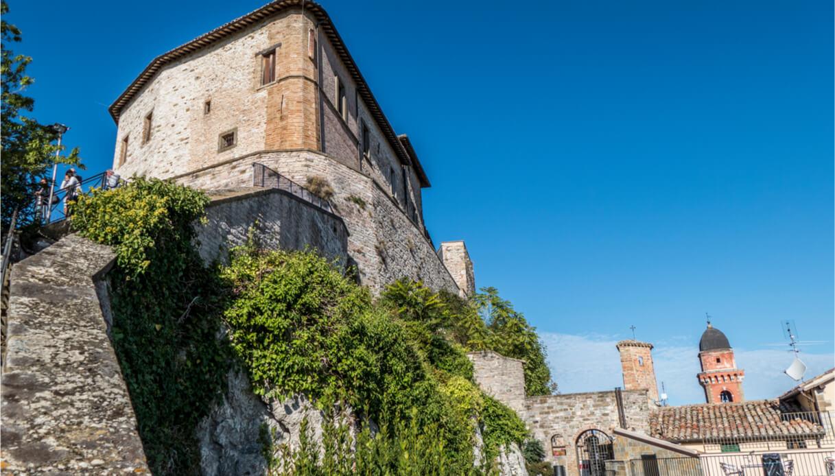Scorcio sul borgo di Frontone