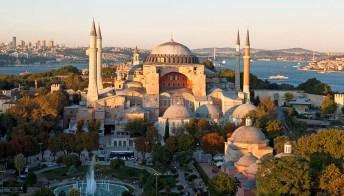 Santa Sofia, il gioiello di Istanbul si trasforma in moschea
