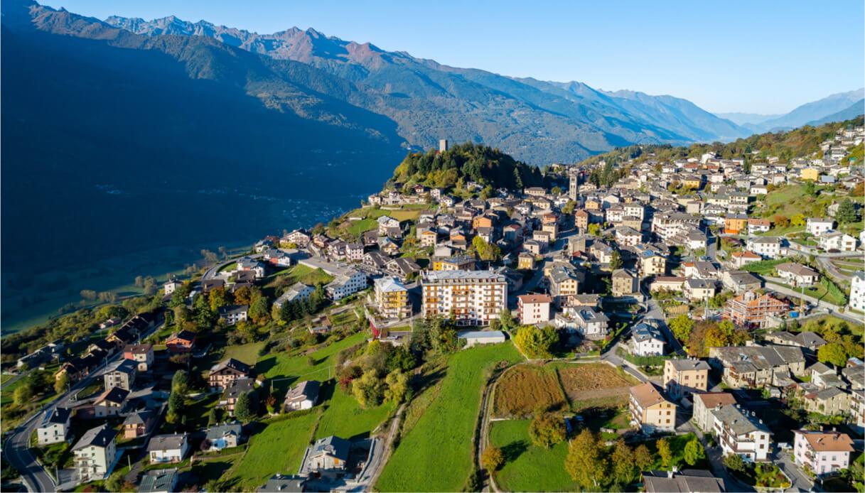 Vista aerea sul borgo di Teglio