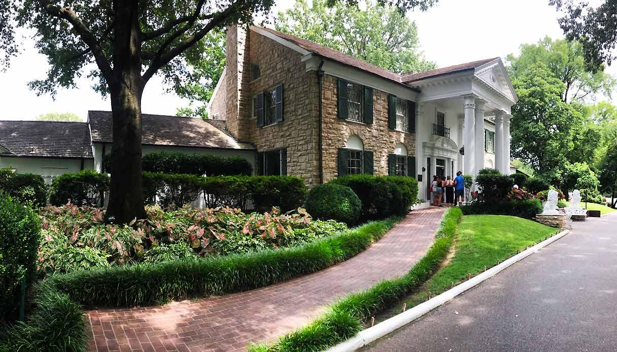 Graceland_mansion-casa-elvis-presley