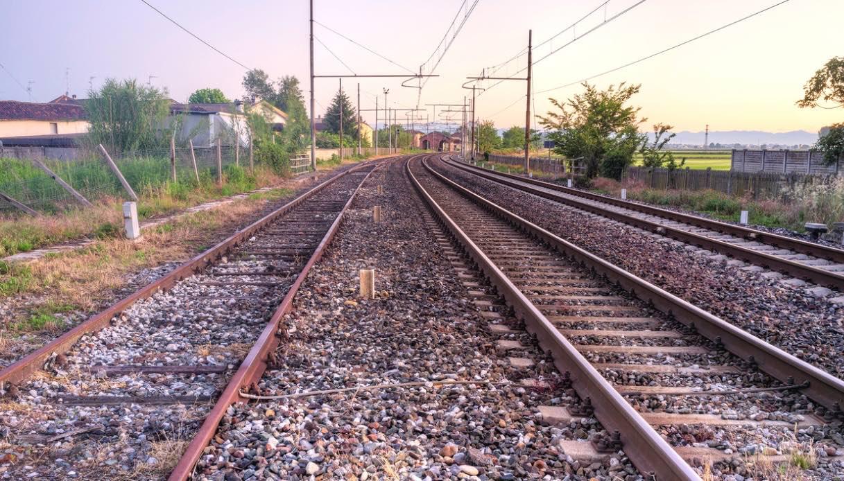 A spasso sulle linee ferroviarie dismesse in bicicletta: l'idea è geniale