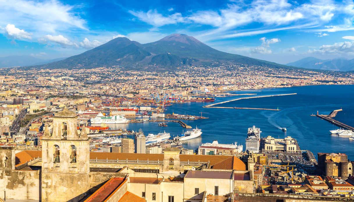 Napoli A Piedi Tour Per Scoprire La Citt U00e0 SiViaggia