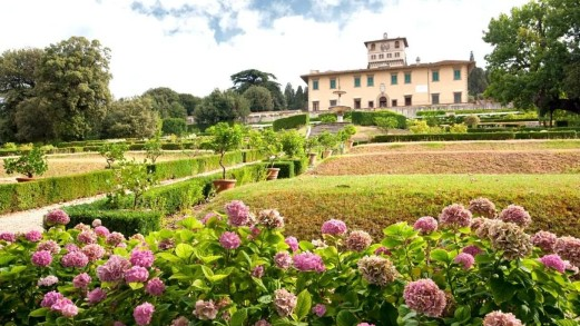 Passeggiando tra suggestivi ed incantevoli giardini toscani