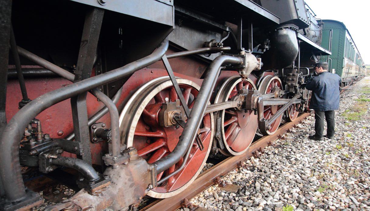 Il treno a vapore che attraversa la Val d'Orcia