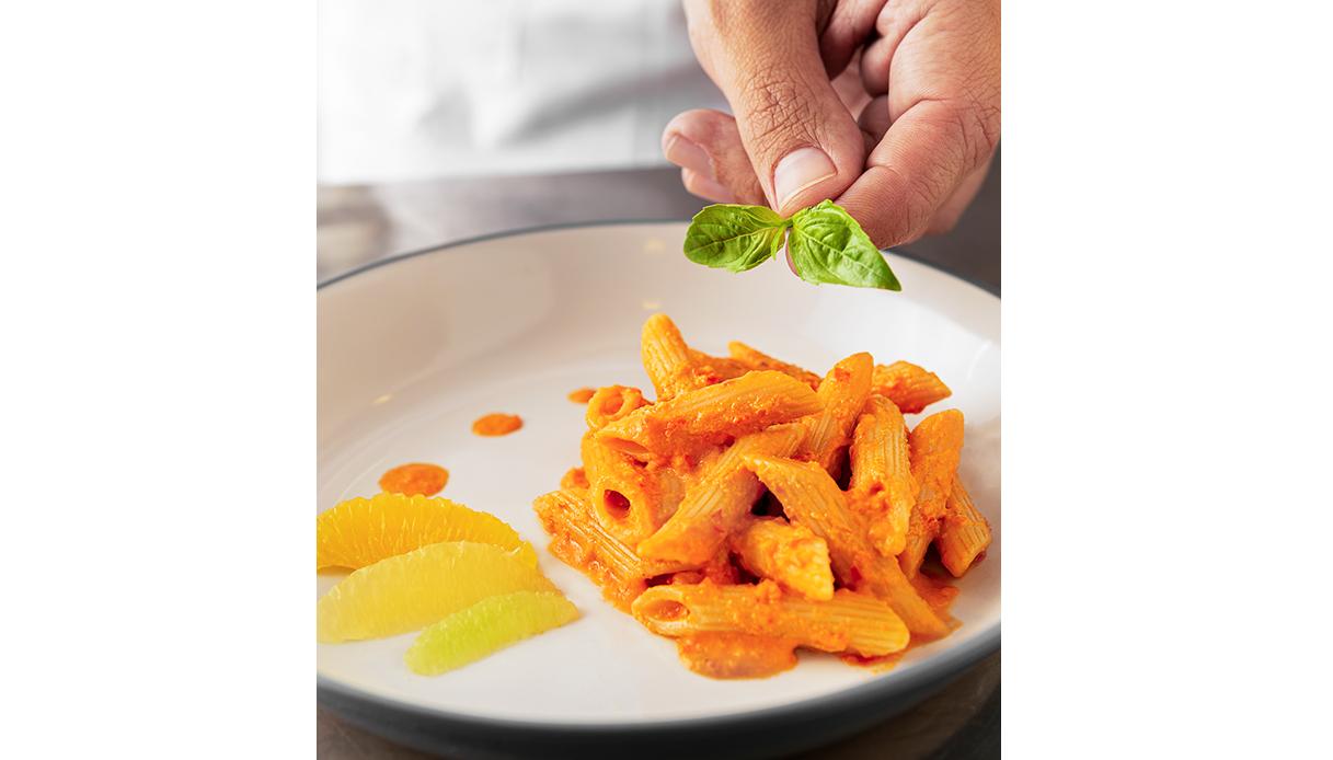 Pennette rigate n°72 @Barilla con gazpacho e agrumi