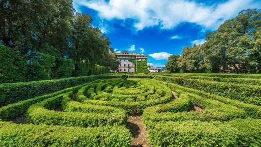 Castello Ruspoli, con un giardino all'italiana da sogno