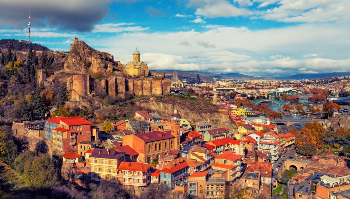 Tbilisi al tramonto