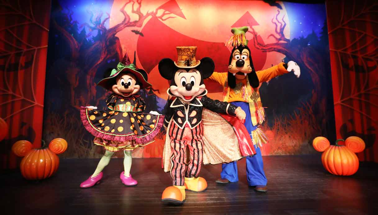 Halloween-disneyland-paris-Meet-Mickey