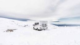 La nuova tendenza delle vacanze è il campeggio, anche d'inverno