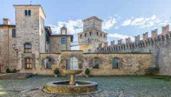 Vigoleno, il borgo che sorge dentro a un castello