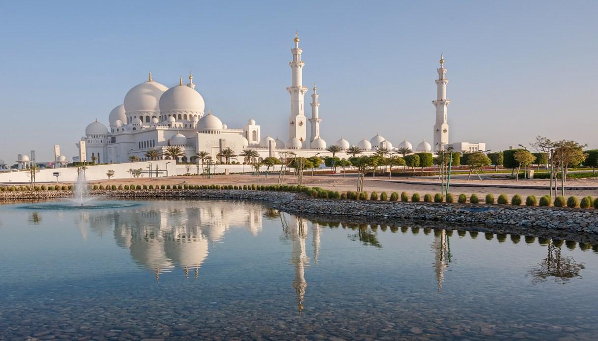 Abu Dhabi riapre turismo regole