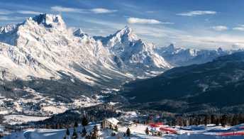 """Cortina d'Ampezzo, il panorama invernale più bello secondo il """"Guardian"""""""