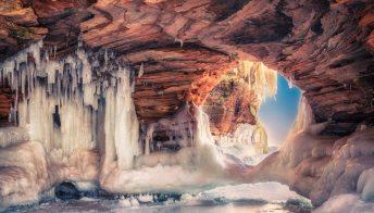 Isole degli apostoli: le caverne che danno spettacolo tutto l'anno