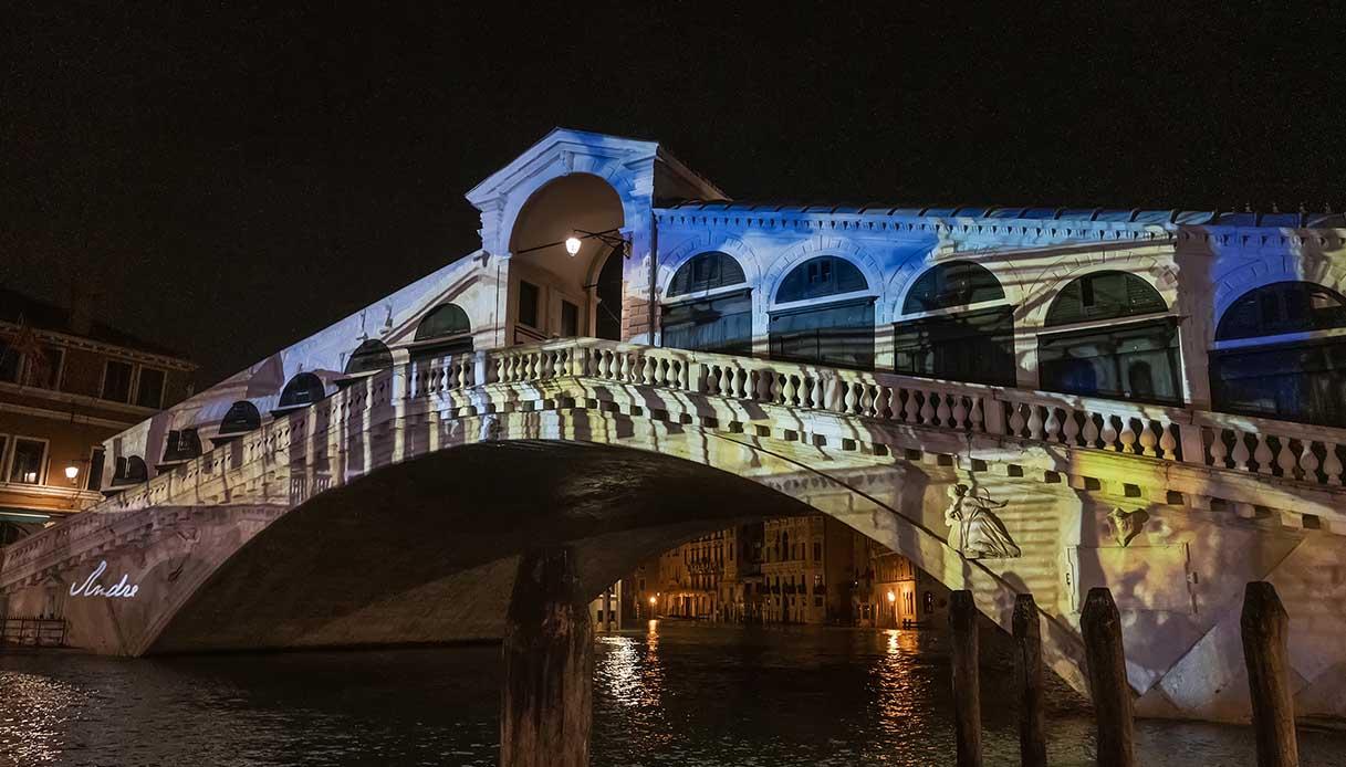 Ponte di Rialto illuminato