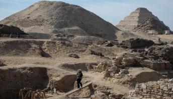 Saqqara, emergono dalla terra altri nuovi 50 sarcofagi