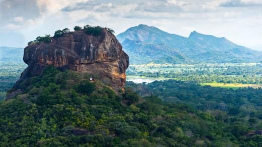 Sri Lanka, riaperti gli aeroporti per i turisti internazionali