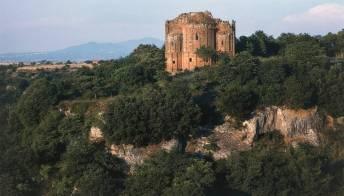 """Tutte le meraviglie di Norchia, la """"Petra d'Italia"""""""