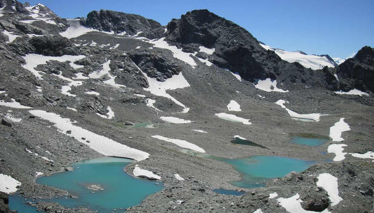 Laghi-des-Ussellettes_sentiero-per-il-Passo-Alto_La-Thuile_valle-d'aosta