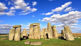 Stonehenge: scoperti nuovi reperti preziosi, tra cui resti umani