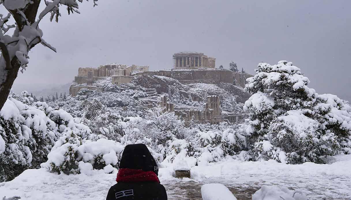 Atene ricoperta dalla neve