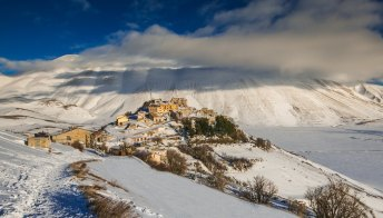 Castelluccio di Norcia: il video spettacolare racconta l'arrivo della neve