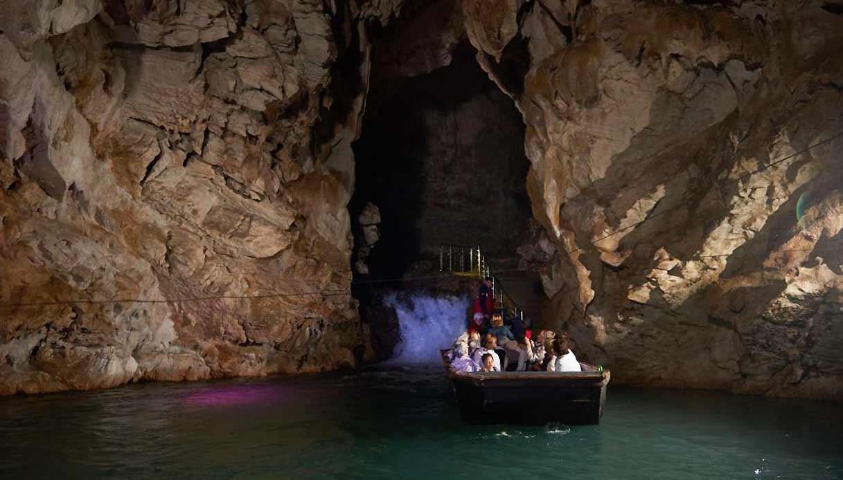 grotte-pertosa-barca