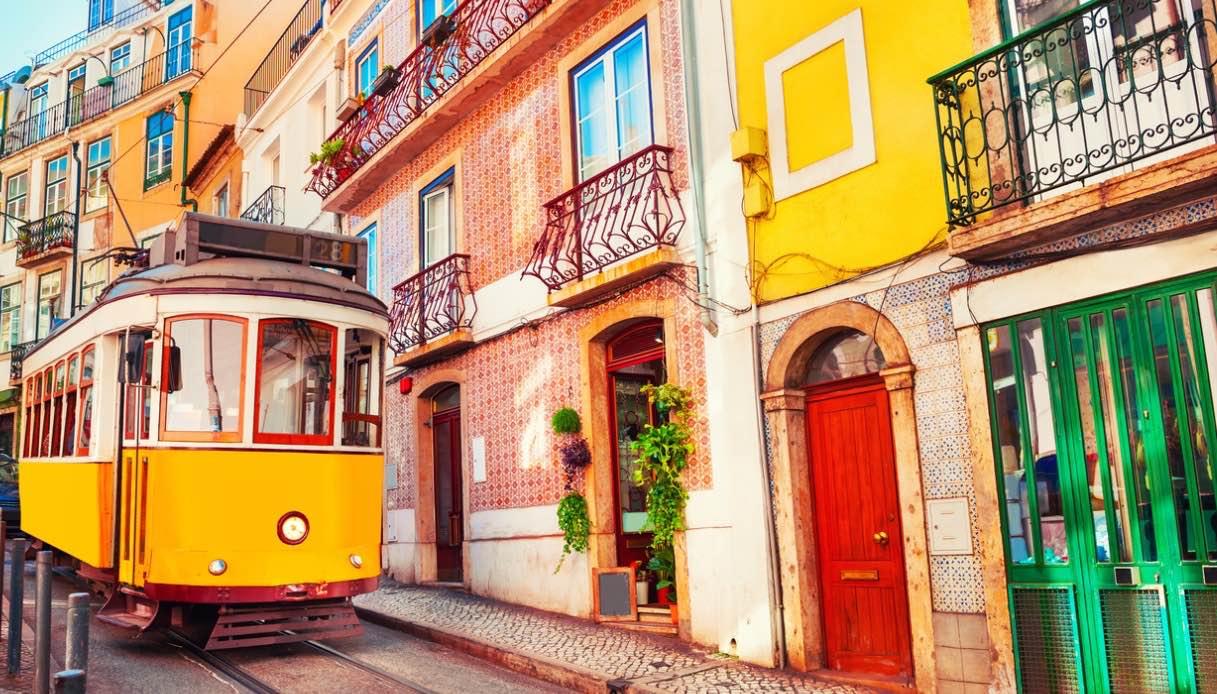 Lisbona a bordo di un tram