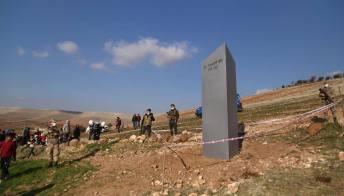 Un monolite appare dal nulla in Turchia: è mistero