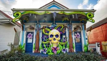 New Orleans. Sfilata annullata, le case diventano carri di Carnevale