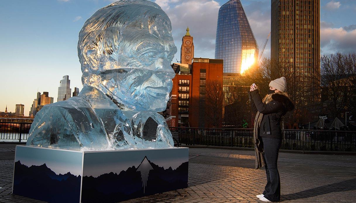 Scultura di ghiaccio nel cuore di Londra
