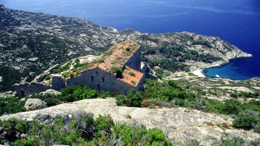 Primavera sulla leggendaria Isola di Montecristo