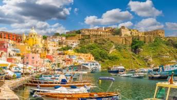 Viaggio a Procida, la splendida isola Covid-free d'Italia