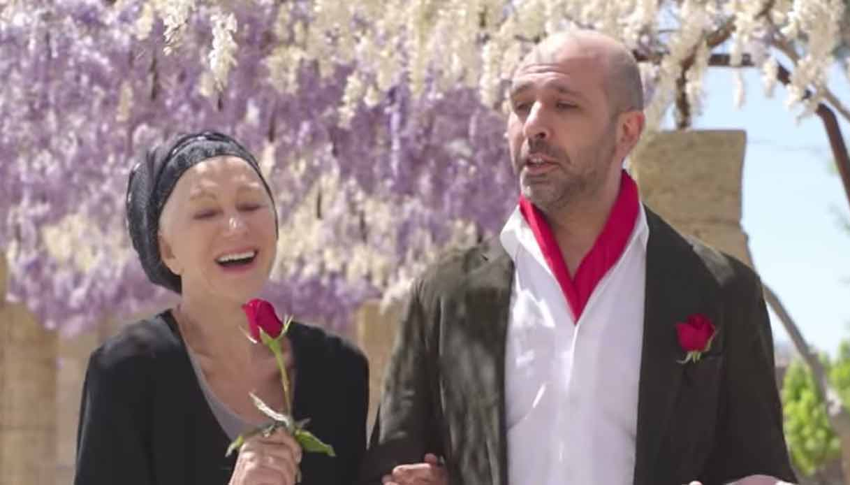 'La Vacinada' the funny video with Helen Mirren that is viral in Italy thumbnail
