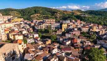Il bel borgo di Castiglione di Sicilia che vende case a 1 euro