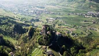 Tirolo, il borgo sorto in un meraviglioso castello