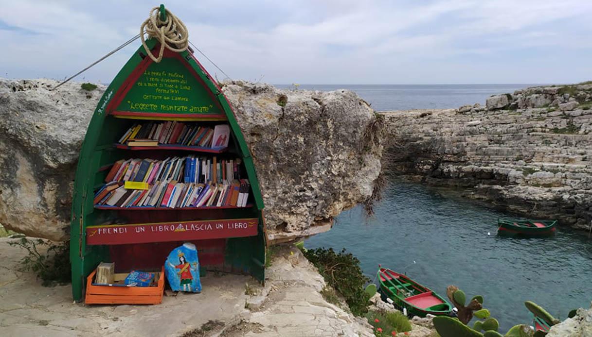La barca trasformata in una libreria